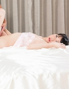 Leggy Japanese beauty Anna Matsuda showing her legs and getting toe-fucked