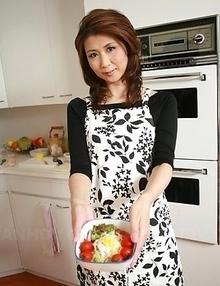 Yoshioka Nanako gets cum in mouth and pours