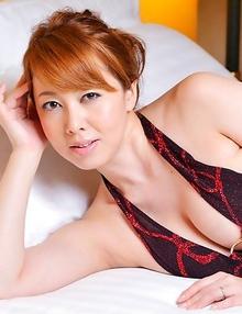 Yumi Kazama spoils big behind and big hooters with shower
