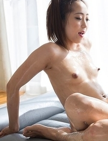 Enthusiastic masseuse Juri Kisaragi giving a great footjob to her client